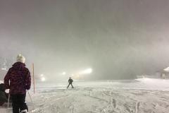 吹雪の中のナイトスキー